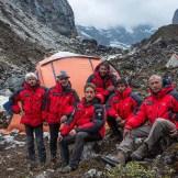 27. Foto classica di gruppo alla fine della spedizione, prima di partire per la foresta