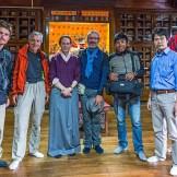 28. Foto ricordo presso il Namgyal Institute of Tibetology di Gangtok - il più importante istituto di conservazione di antichi manoscritti del Tibet - con l'antropologa Anna Balikci.