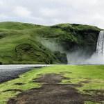 Difronte alla potenza delle cascate di Skogafoss, mercoledi 23 luglio