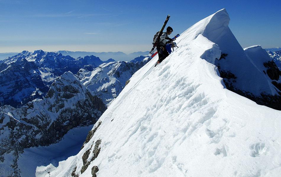 11. Si procede con facendo attenzione alle cornici di neve (ph. Loris De Barba)