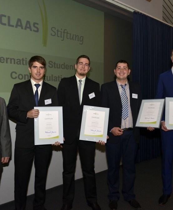 Helmut Claas a Student Award ösztöndíj nyerteseivel.