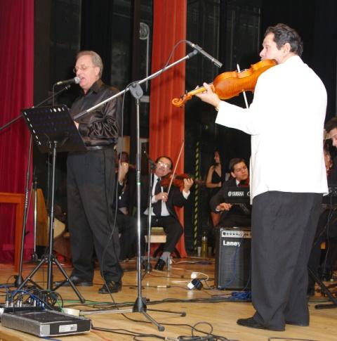 cd7104aa8 V stredu 16. decembra sa v hlavnej sále historickej budovy Radnice na  Námestí baníkov konal spomienkový koncert, ktorým si prítomní hudobníci a  hostia ...