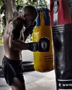 paul banasiak muay thai heavy bag training