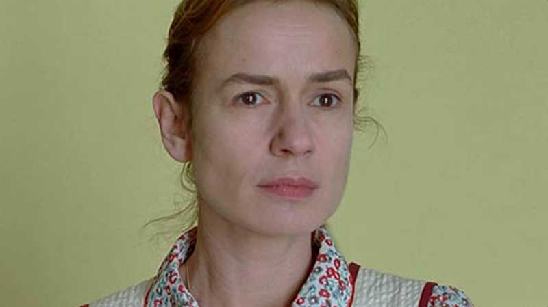Sandrine Bonnaire in Queen to Play