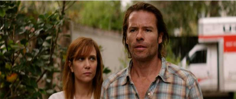 Still of Guy Pearce and Kristen Wiig in Hateship Loveship
