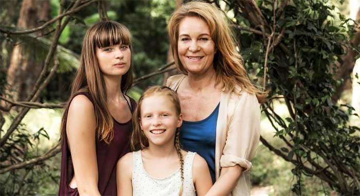 Hanna Ardéhn, Viola Weidemann, and Maria Lundqvist in 30 Degrees in February