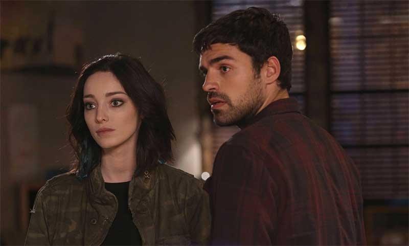 Emma Dumont and Sean Teale in The Gifted