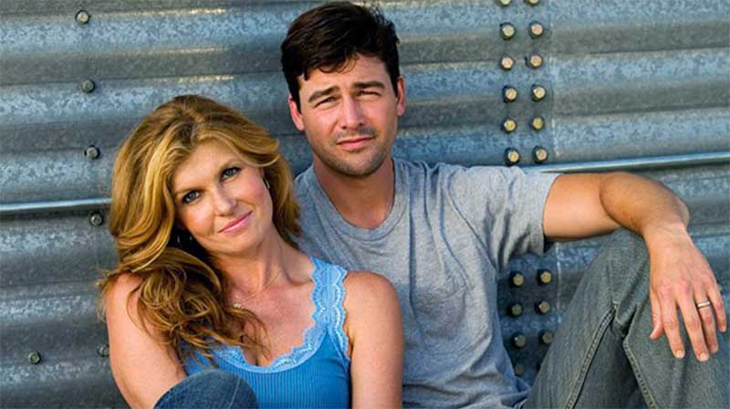 Connie Britton and Kyle Chandler in Friday Night Lights