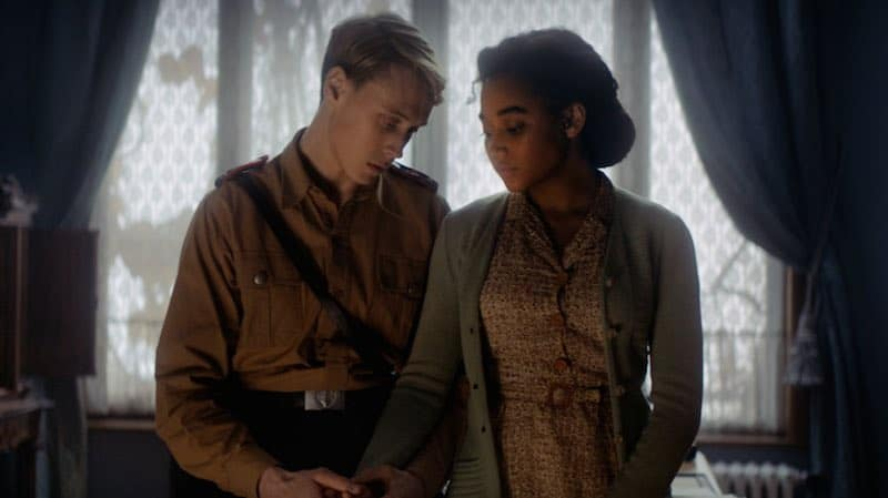 George MacKay and Amandla Stenberg in Where Hands Touch