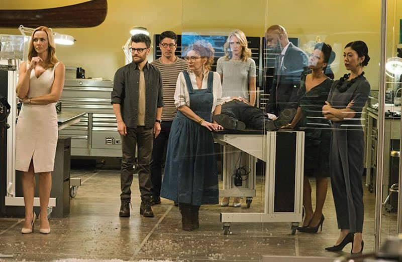 Ever Carradine, Brittany Ishibashi, Ryan Sands, Brigid Brannagh, Kevin Weisman, James Yaegashi, Annie Wersching, and Angel Parker in Runaways