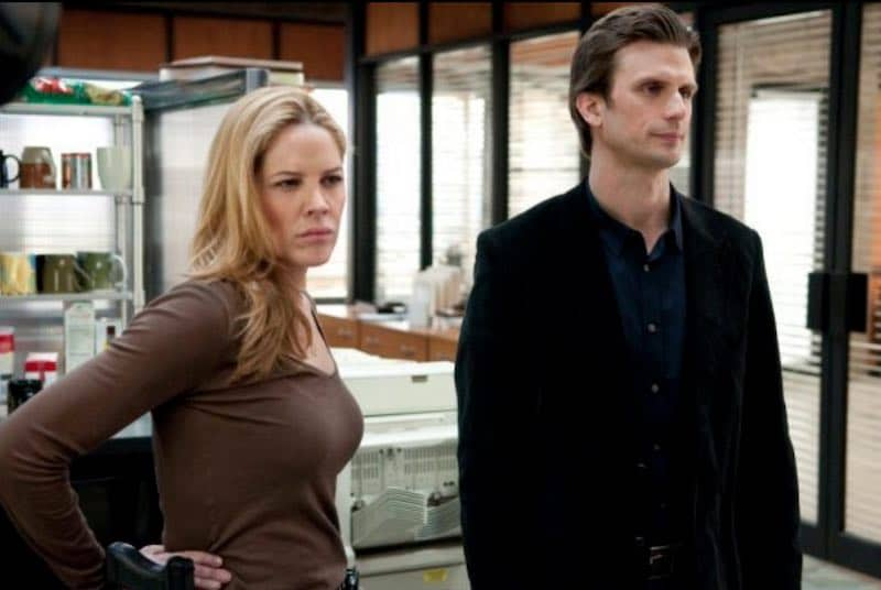 Mary McCormack and Frederick Weller in In Plain Sight