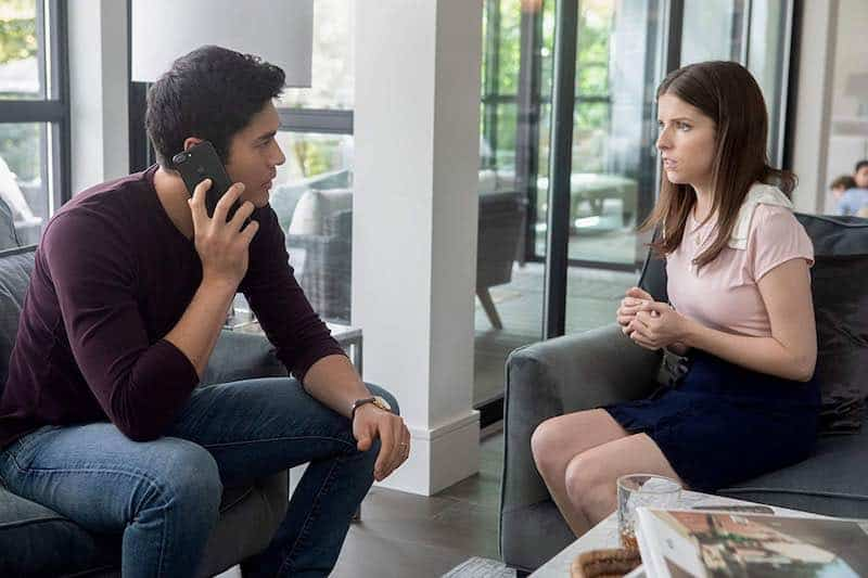Henry Golding and Anna Kendrick in A Simple Favor