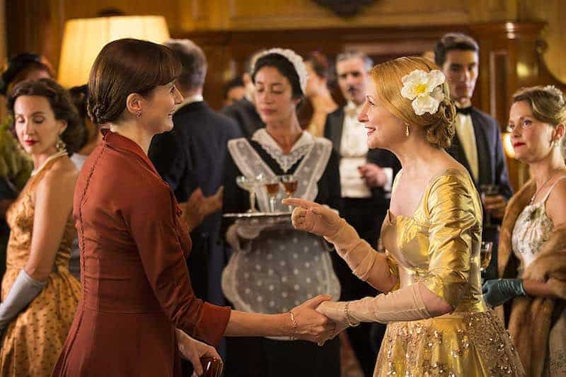 Emily Mortimer and Patricia Clarkson in The Bookshop