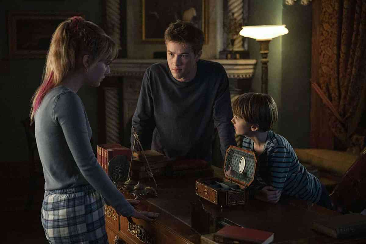 Connor Jessup, Emilia Jones, and Jackson Robert Scott in Locke & Key