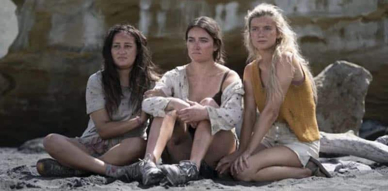 Jenna Clause, Sarah Pidgeon and Mia Healey in The Wilds
