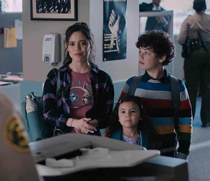 Jenna Ortega, Julian Lerner, Everly Carganilla in Yes Day