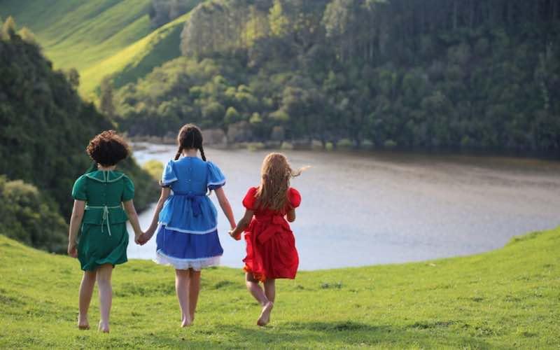 The 3 girls as children in Cousins