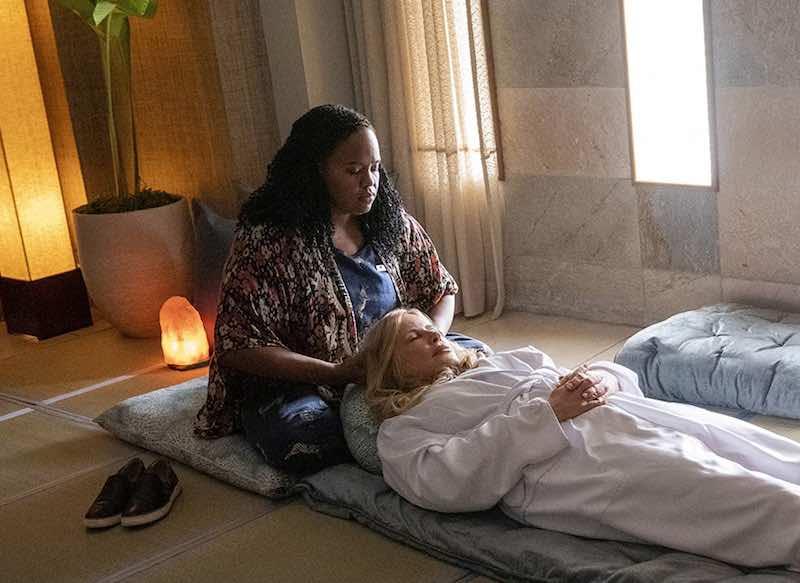 Jennifer Coolidge and Natasha Rothwell in The White Lotus