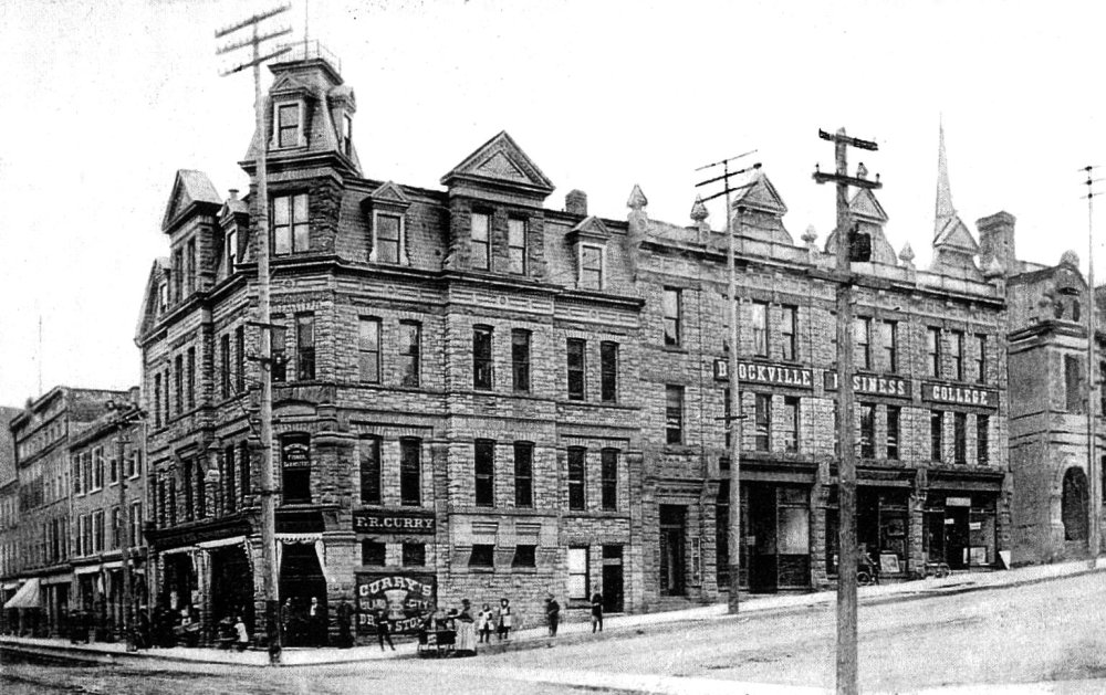 Brockville's Main Downtown Intersection - King and Court House (5/6)