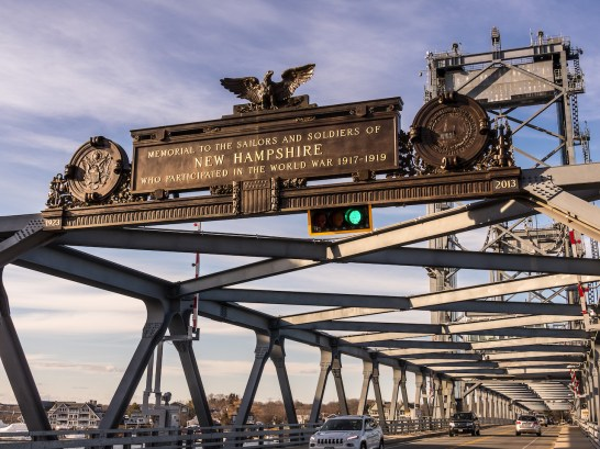 a large ornate sign over a brige that says it was built for the sailors and soldiers from world war 1