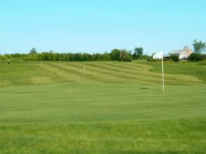 Cloverdale Links Hole 1 green - white flag