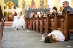 flower-girl-walking-down-the-aisle-at-a-wedding