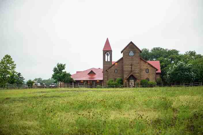 old-glory-ranch-vintage-texas-chapel-austin-wedding-venue