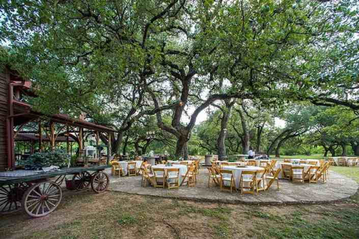 outdoor-reception-under-oaks-hill-country-wedding