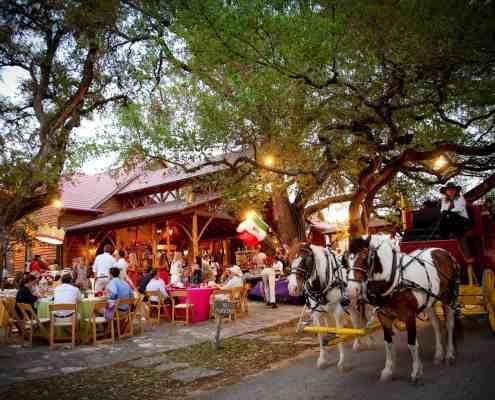 western-outdoor-reception-old-glory-ranch-wedding-venue-near-austin