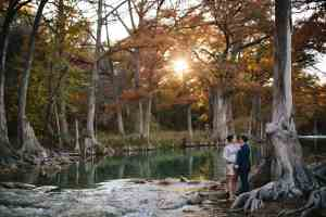 outdoor-fall-wedding-blanco-river-old-glory-ranch-hill-country-wedding-venues-tx-the-marshalls-photography