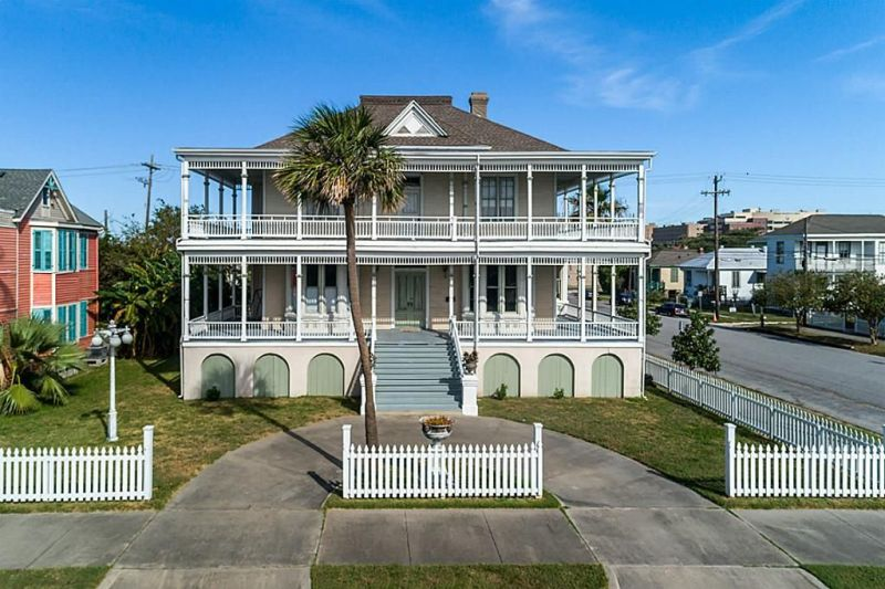 Enjoy The Double Wrap Around Porch On The Frank H Langbehn Home In Galveston