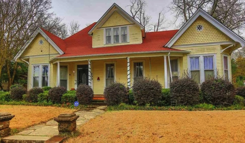 Under $150K Sunday – c.1854 Move-In Ready Cottage in Marshall TX $135K