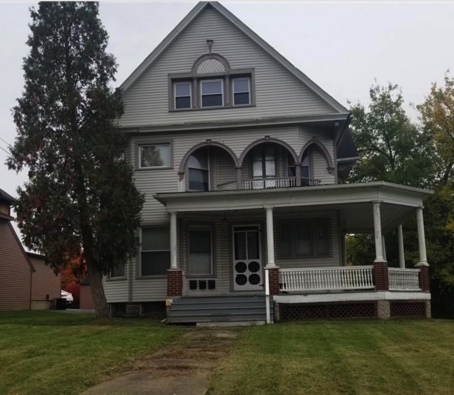 c.1912 3-Unit Queen Anne For Sale in Niles OH Under $100K