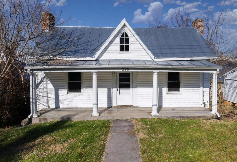 c.1922 Handyman Special in Lexington VA $74K