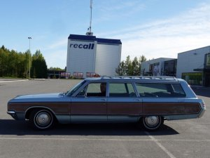 1968 CHRYSLER TOWN & COUNTRY