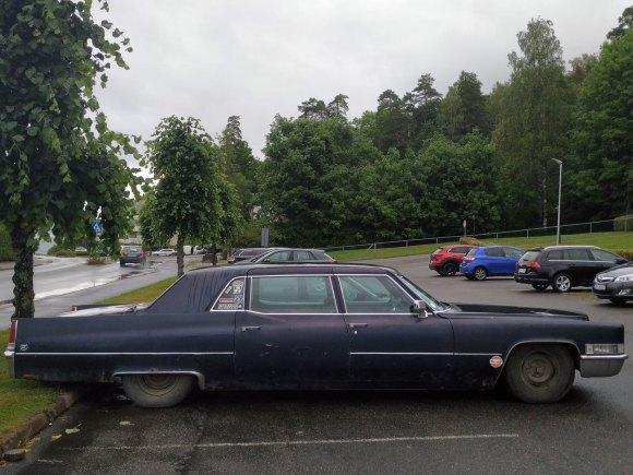 1969 Cadillac Series 75 Fleetwood old parked car thumbnail