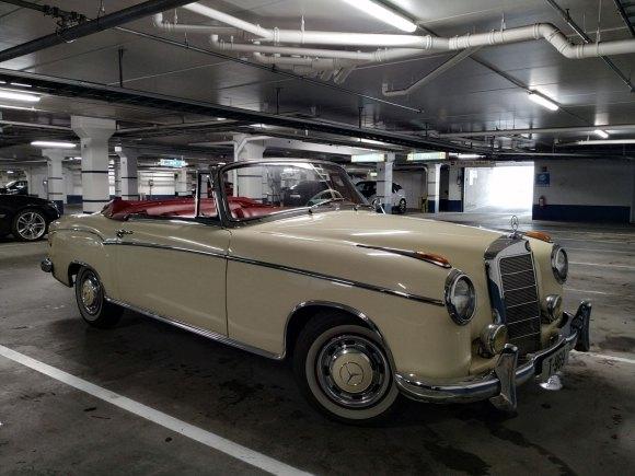 1956 Mercedes-Benz 220 S Cabriolet w108 front