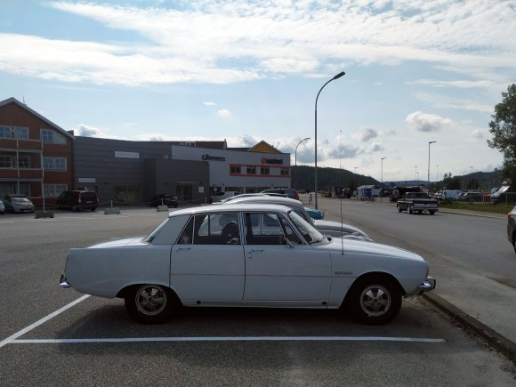 1971 Rover 3500 p6 v8 old parked cars profile