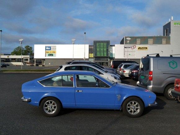 1975 Alfa Romeo Alfetta Gt italian old parked cars moss thumbnail