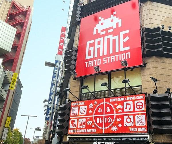 No centro de Tóquio, grande estação de arcades da TAITO encerra suas atividades.