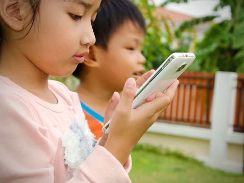 How Do I Be a Role Model When Limiting My Kids' Screen Time?