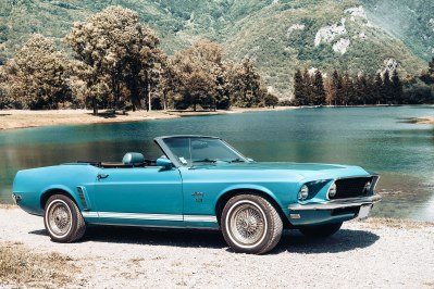 Automobile-OldSchoolConcept-avant-Ford-Mustang-Cabriolet