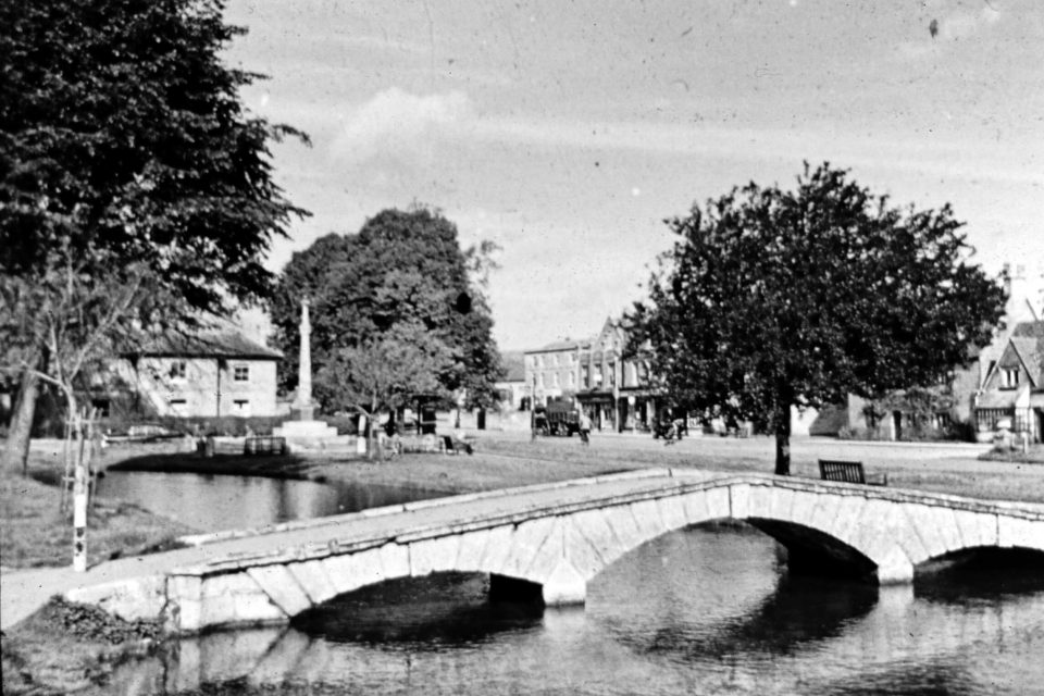Cotswolds - Cotswolds-06-1968-Bourton-on-the-Water.jpg