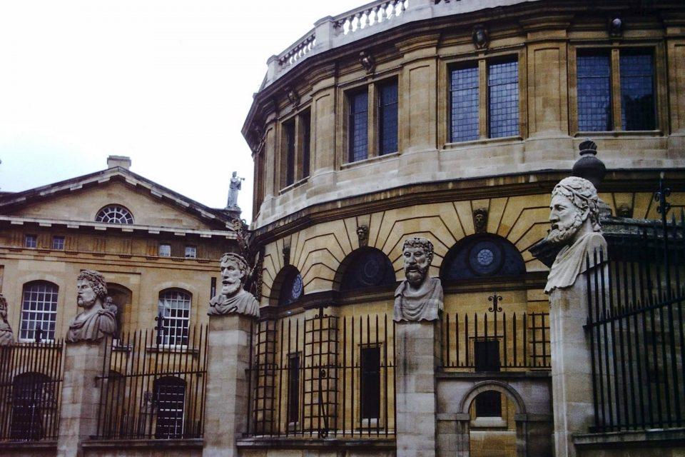 Oxford - Oxford-City-1977-02-Sheldonian-Theatre.jpg
