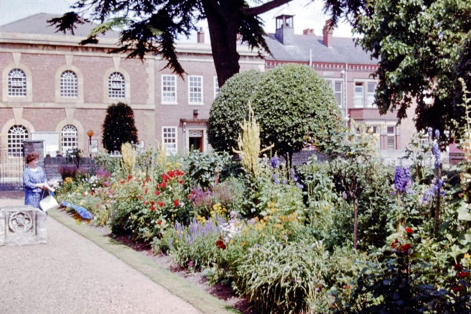 Stratford - Stratford-1964-02-Shakespeares-Birthplace-Garden.jpg