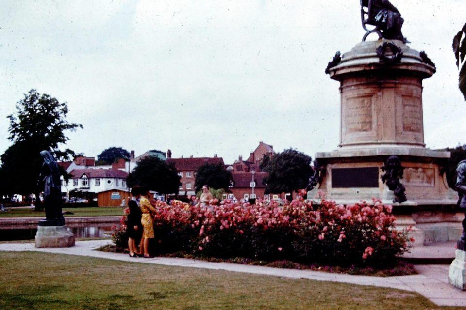 Stratford - Stratford-1964-07-Shakespeares-Memorial.jpg