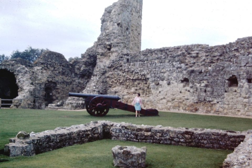 Sussex - Sussex-1974-05-Pevensey-Castle.jpg