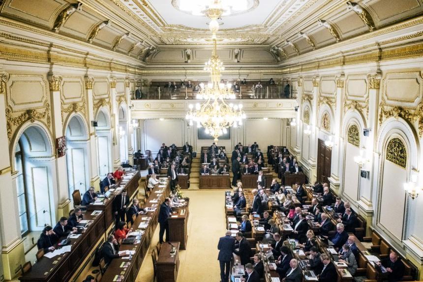Jak pokračují jednání s parlamentními stranami