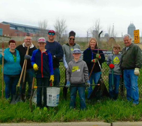 old southside 2017 great indy cleanup project 2 volunteers