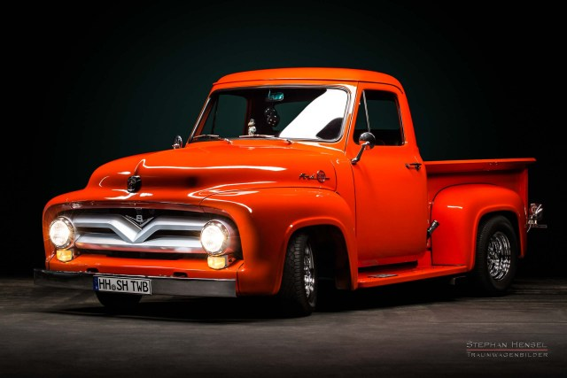 Ford F100, Pick-Up Truck von vorn links. Autofotografie: Stephan Hensel, Hamburg, Oldtimerfotograf